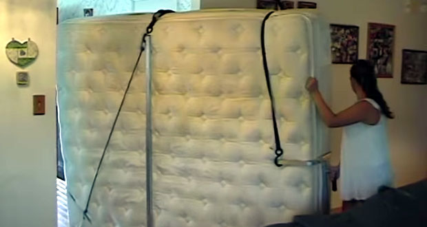 Pomůcka na stěhování matrací